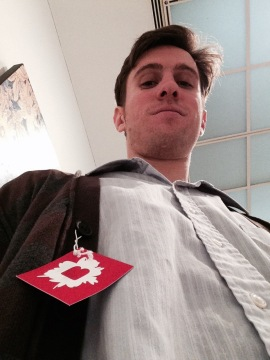 Jonah Levy sports a stylish Brooklyn museum tag in this underhand selfy